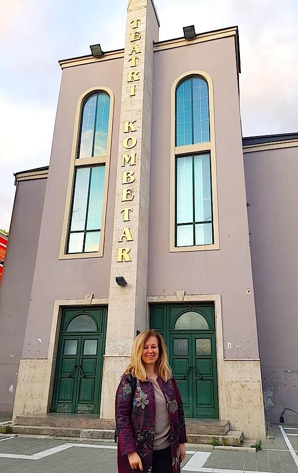 Lindita Komani: Teatri Kombëtar është i yni! Një ditë e madhe për këtë qytet dhe shtet.