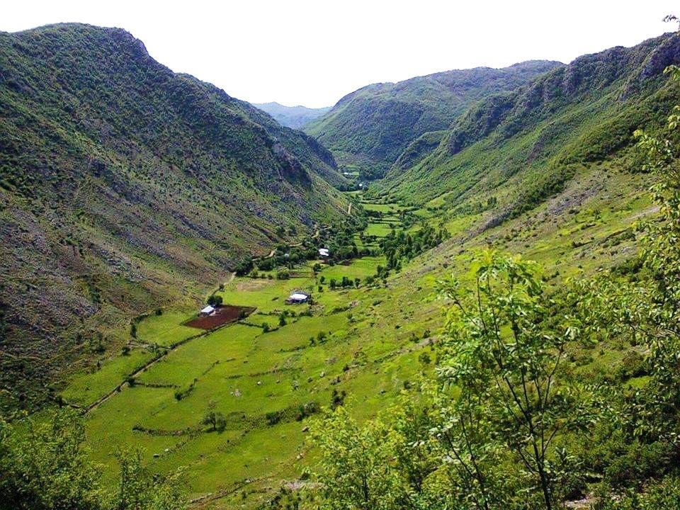 Lugina e Valit, me dy lagjet e Balajve