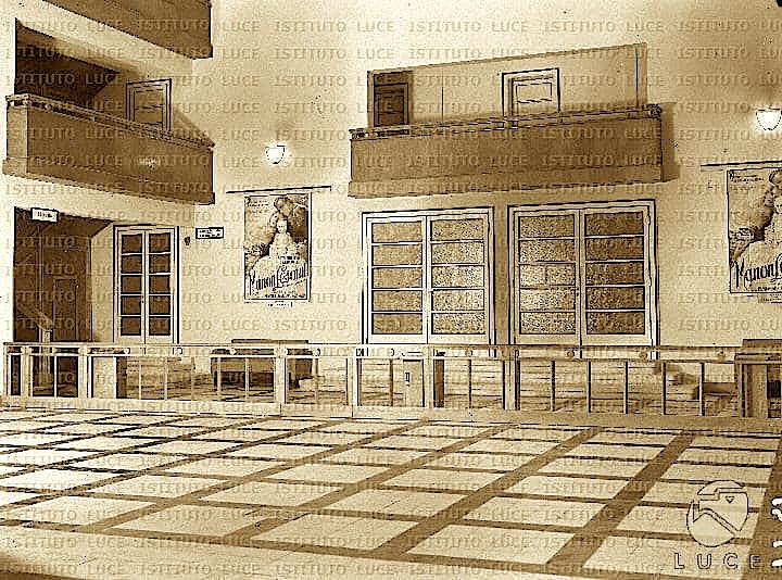 Arkitektura e Teatrit Kombetar 1940 (Inst. Luce 5)