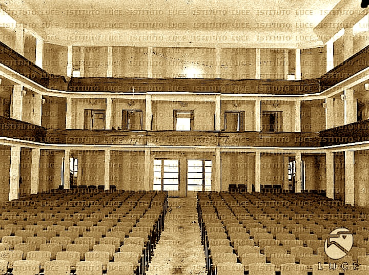 Arkitektura e Teatrit Kombetar 1940 (Inst. Luce 4)
