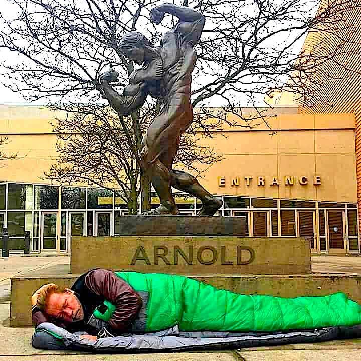 Arnold Schwarzenegger dhe statuja e tij
