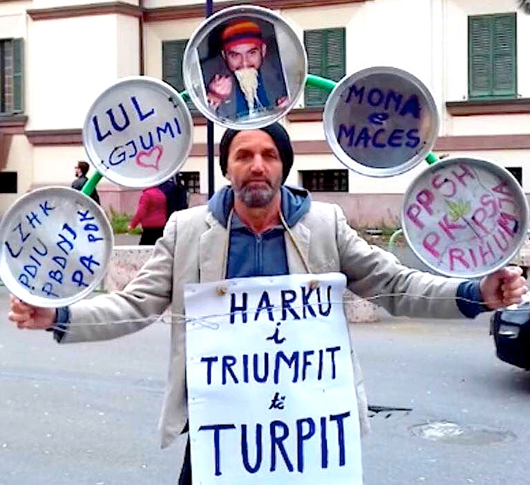 Vetmitari i Protestës Dinjitoze 1