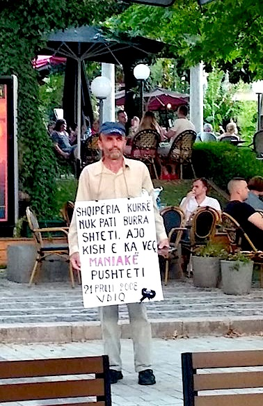 Vetmitari i Protestës Dinjitoze 4