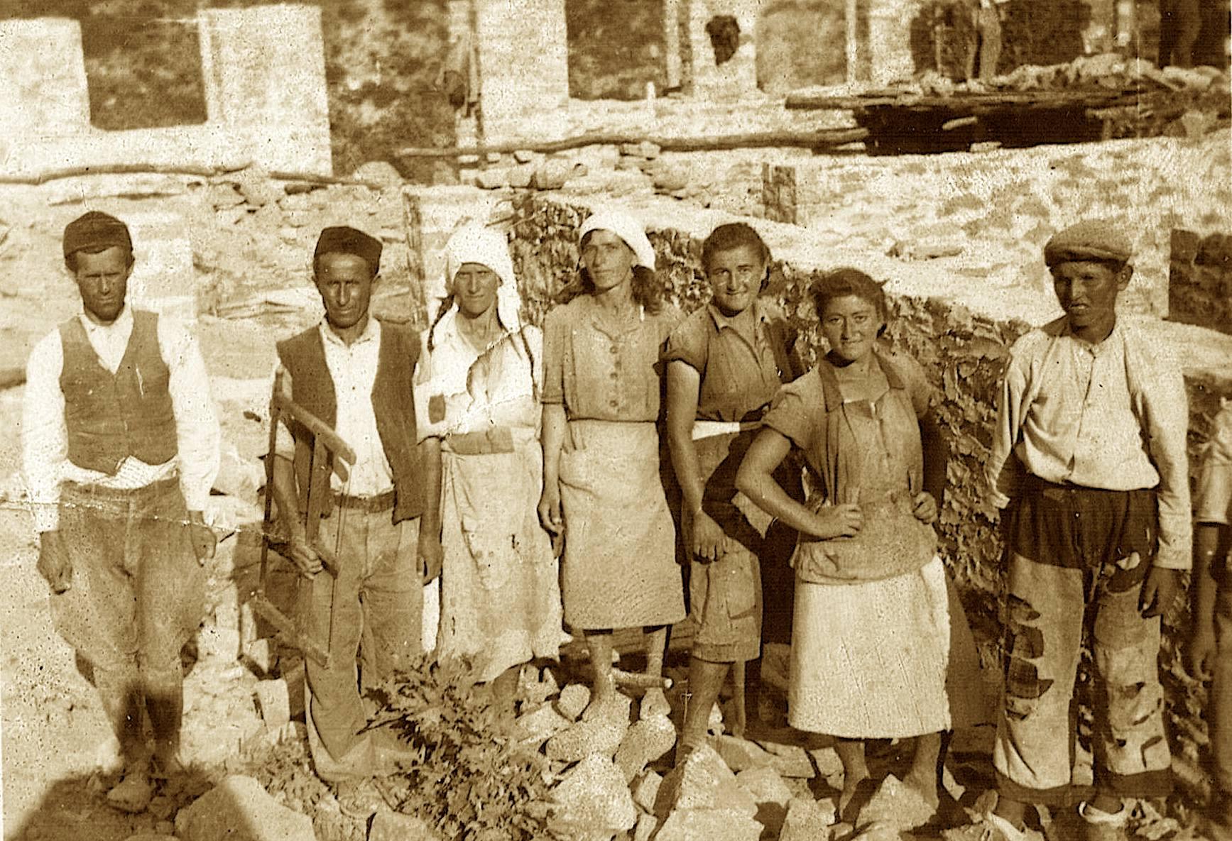 Vajzat e Jonuz Kacelit internuar ne Corovode
