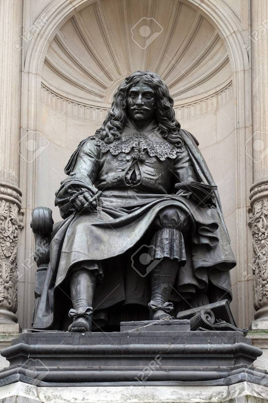 Statuja e Poetit dhe Komediantit Moliere ne Paris