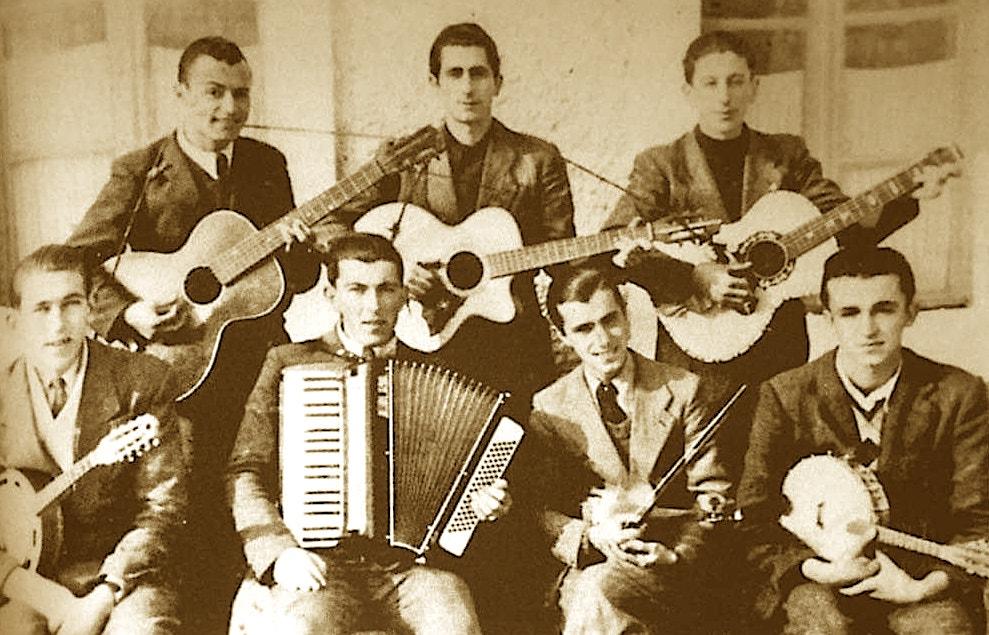 """Orkestra e shoqnisë """"Antoniane """"1940 Shkodër - me kitara Pjetër Gjergji, Emil Miloti, Çesk Jakova, Ulun Filip Jakova , Prenk Jakova, Ndoc Shllaku, Lin Kujxhia."""