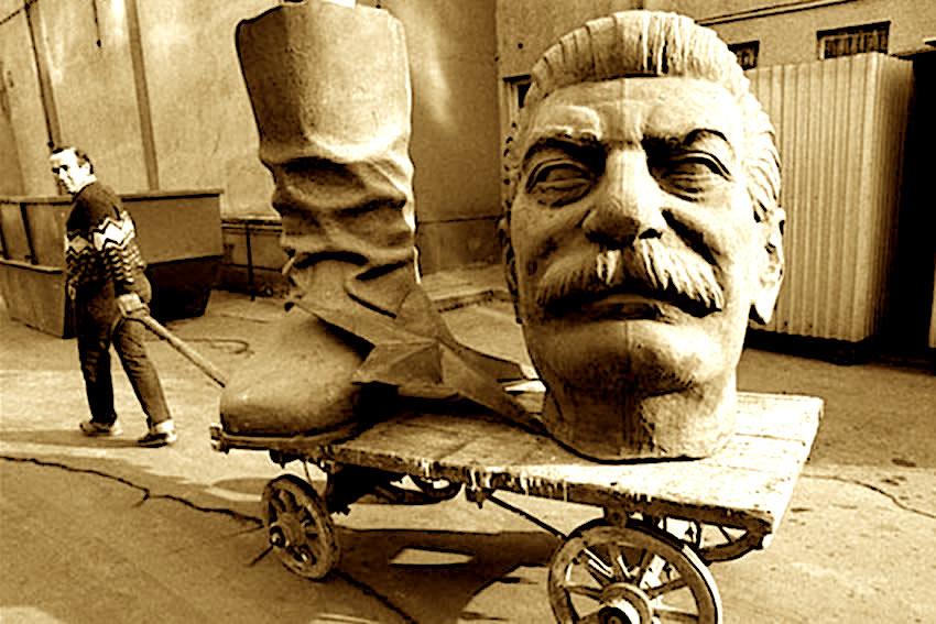 Bustet e rrezuara te Stalinit