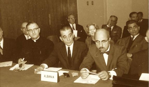 Mons. Zef Oroshi, Prof. Nexhat Peshkëpia dhe ing. Vasil Gërmenji