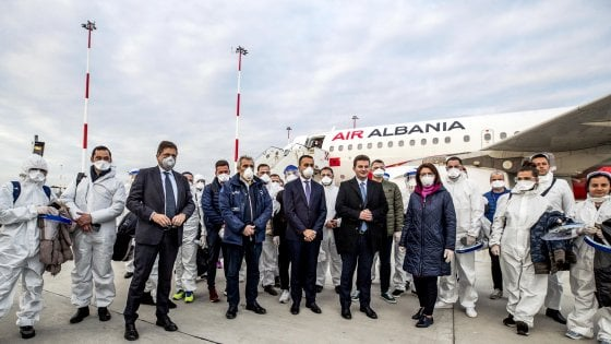Mjekë dhe infermierë shqiptarë në ndihmë të Italisë me Coronavirus