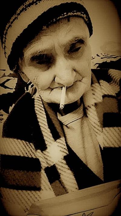 Gjyshe Hatixhja pak kohë para se të ikte nga kjo botë...