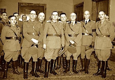 Gjenerale Shqiptare - ne rreshtin e pare Preng Pervizi, Gustav Myrdasch, Sami Koka, Hysni Dema etjeGjenerale Shqiptare - ne rreshtin e pare Preng Pervizi, Gustav Myrdasch, Sami Koka, Hysni Dema etje