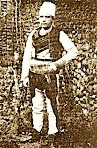 Bilal Golemi me veshje popullore