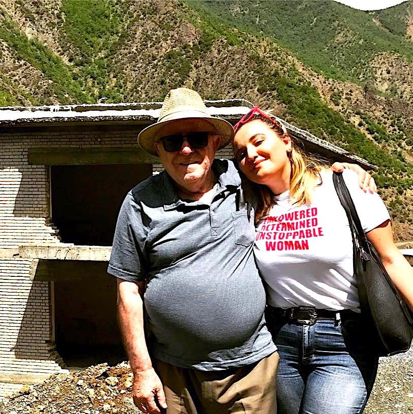 Elez Hoxha dhe e bija Mailinda ne Burgun e Spaçit