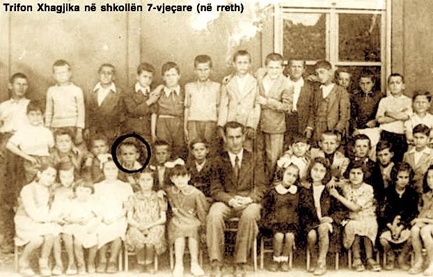 Trifon Xhagjika në shkollën 7-vjeçare  (me rreth)