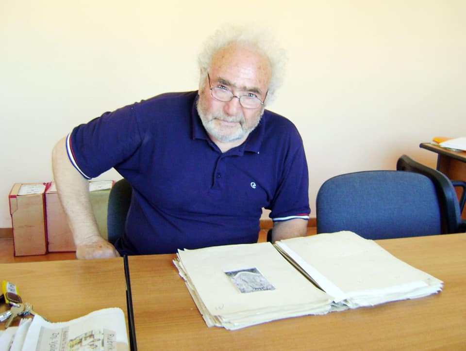 Maks Velo (2012) - duke lexuar dosjen e vet të dënimit
