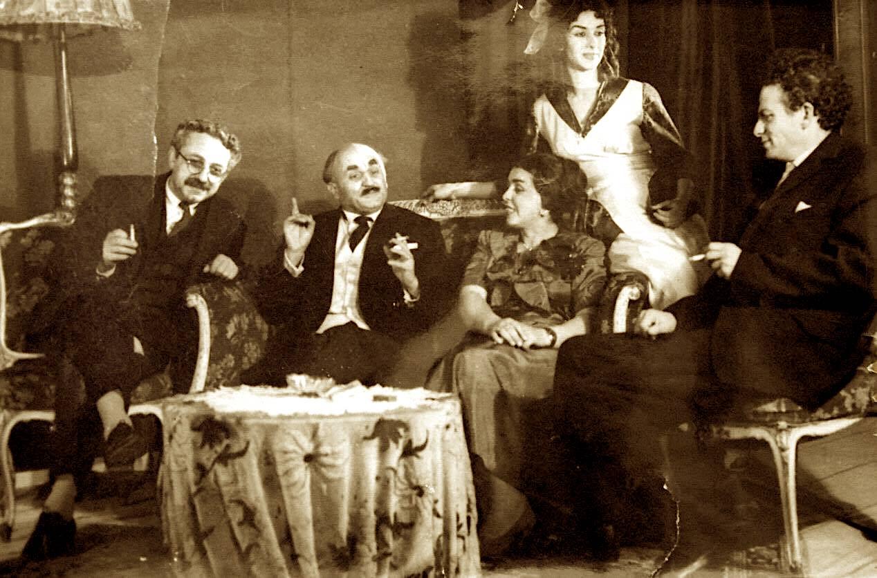 Aktorë të Teatrit Kombëtar në skenë