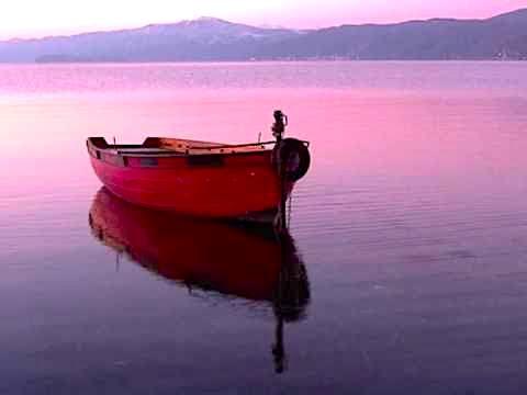 "Poradeci - ""Perëndim i vagëlluar mbi liqerin pa kufi..."""