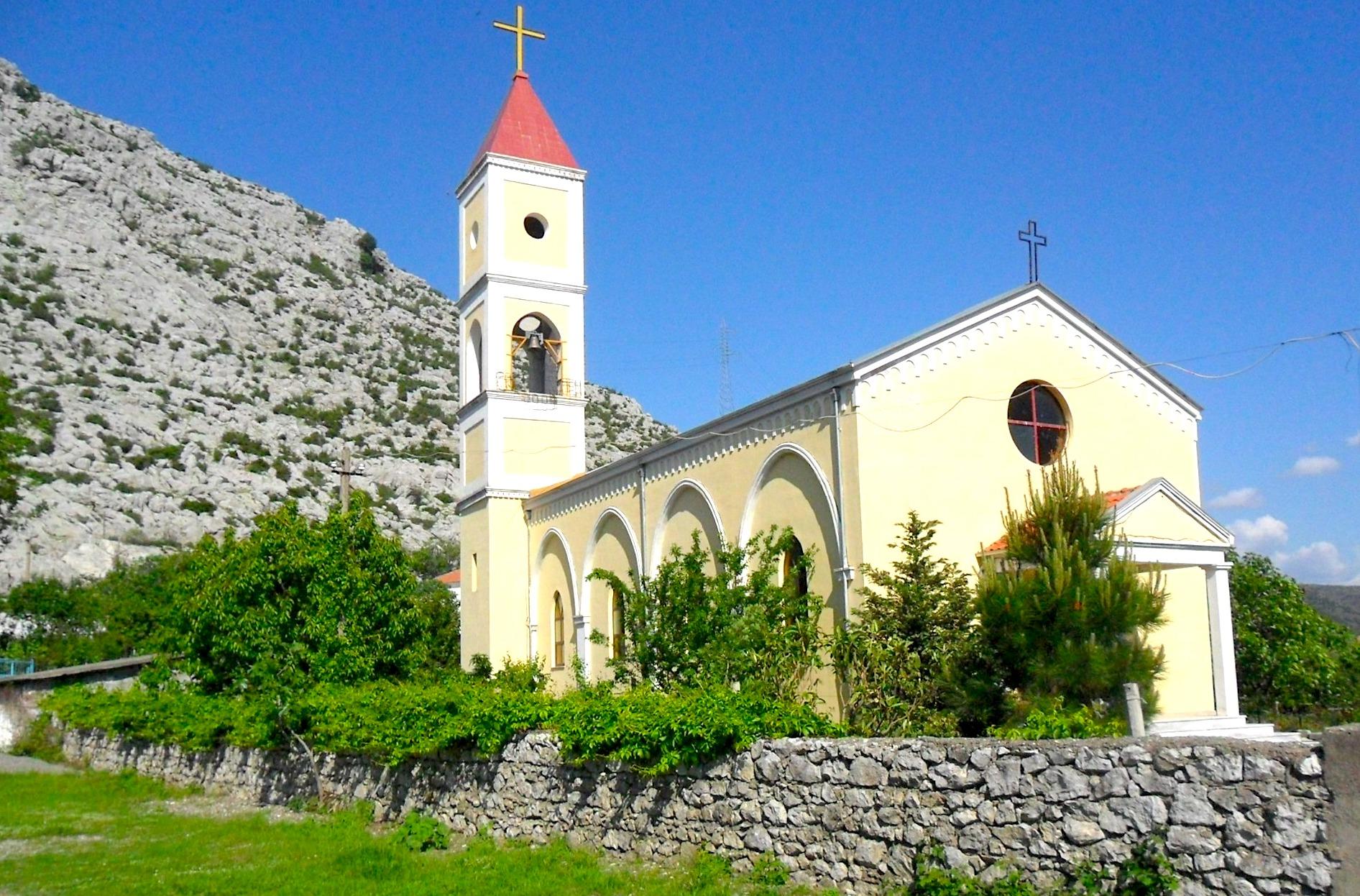 Kisha e rë e Shën Mërisë së Vaut të Dejës e ribërë mbas viteve '90 në afërsi të asaj që u hodh në erë!