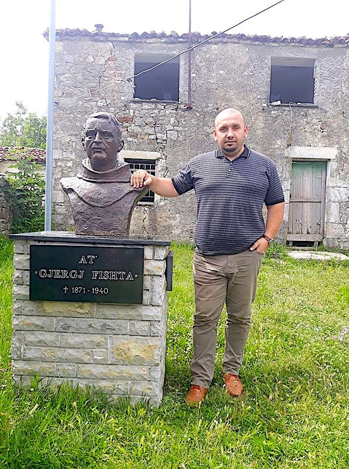 Paulin Z. Zefi dhe busti i Gjergj Fishtes