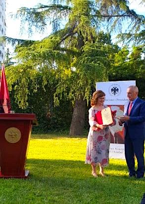 Mirlinda Sokoli duke falenderuar Presidentin Meta