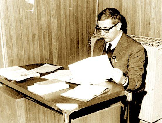 Martin Camaj gjatë punës