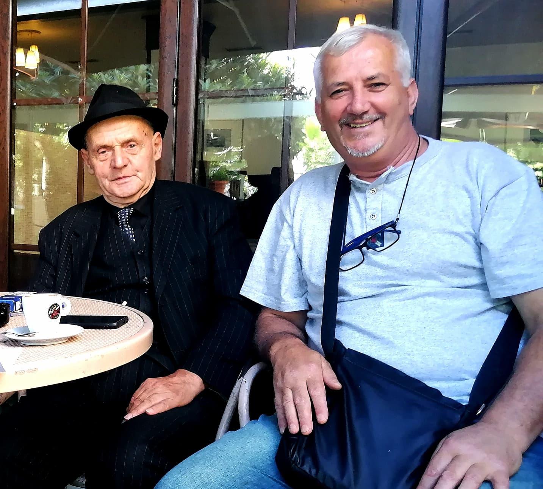 Me Uranin, te qoshja e tij te Piazza, mbas një bisede plot humor