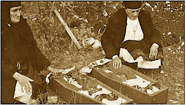 Dy Kunatat Gjikola dhe fëmijët në arkivol
