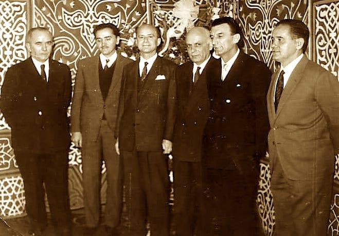 Krerët e kolonisë shqiptare të Egjiptit, 28 Nëntor 1963, (Musa Shehaj, i treti nga e majta, Qerim Haxhiu i pari nga e djathta e fotos)