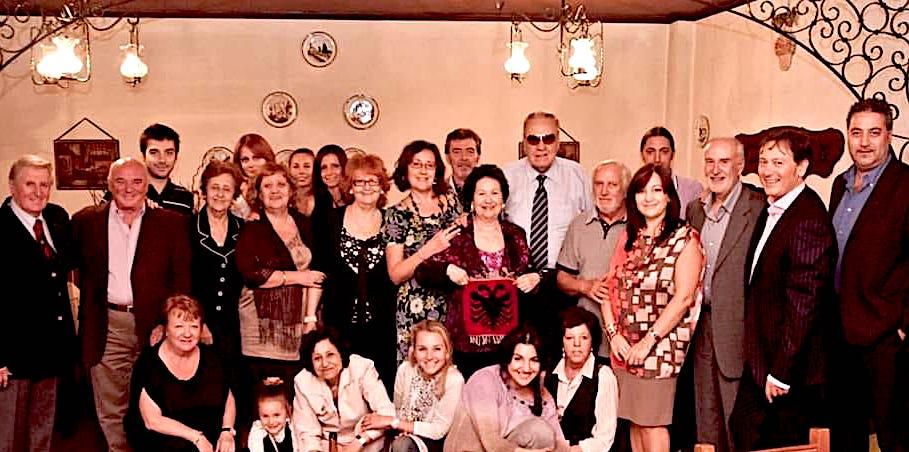 Rozmari Jorganxhi ne qendër të një feste në familje.