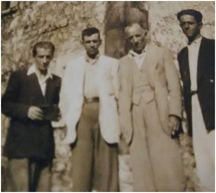 Smokthinë, Matogjin, 1943, një darkë në shtëpinë e Qemal Xhelos. Nga e majta në të djathtë Shefqet Musaraj, Zejnel Avdurrahmani, pushkatuar, Abdul Kuçi pushkatuar, Qemal Musaraj vdekur në burg