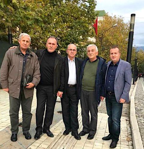 Bajram Mjeku me Dan Musliun, shkrimtarët Lazër Stani e Ardian Haxhaj dhe miku ynë Imer Raci, në Panairin e Librit  2019 - Tiranë.