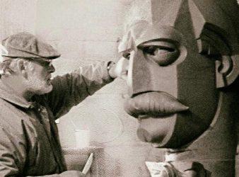 Artisti Fatos Kola gjate punes