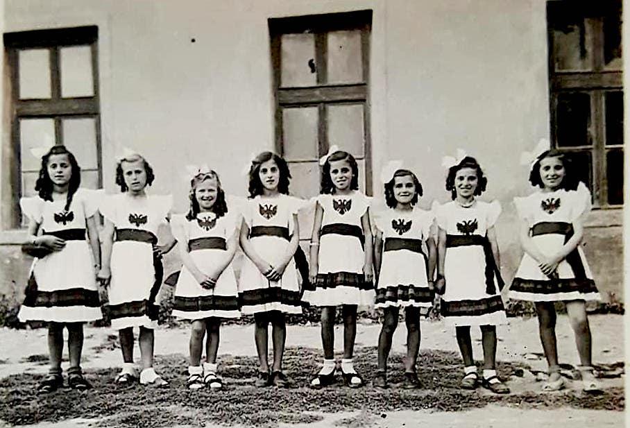 Vajzat e Flamurit Kuqezi - Kerçove 1943