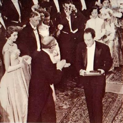 Albert Camys - Në çastin e marrjes së çmimit Nobel
