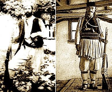Ahmet Dakli, komandanti i çetes te ByshekutKapedani Murat Zhaboli, komandanti i çetës të Martaneshit. Fotografi e vitit 1902 e Albert Louis Hugo Grothe (1869 - 1954)