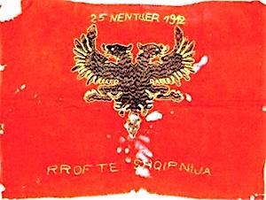 Flamuri, që ngriti Aqif Pasha në Elbasan, më 25 nëntor 1912 dhe në festimin e pervjetorit të parë të pavarësisë, më 28 nëntor 1913