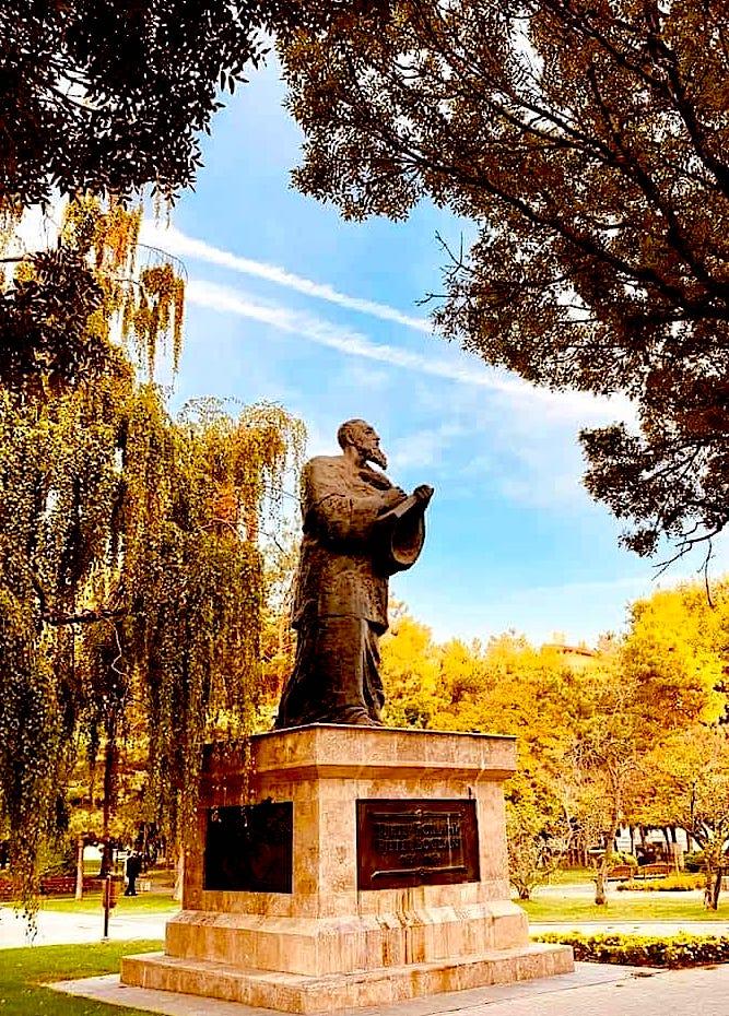 Një shtatorre e hijshme e Pjetër Bogdanit në qytetin e Shkupit: foto Pren Domgjoni