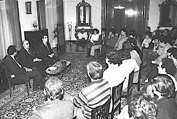 8 Dhjetor 1990 - Takimi i Ramiz Alisë me Studentët