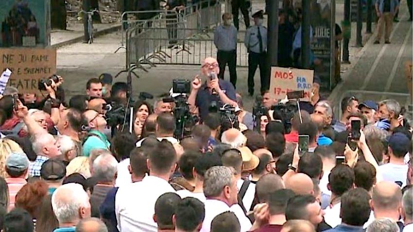 Aleanca për Mbrojtjen e Teatrit në Protestë