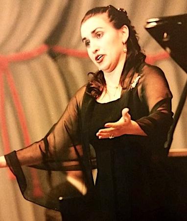 Donika Mataj gjatë interpretimit