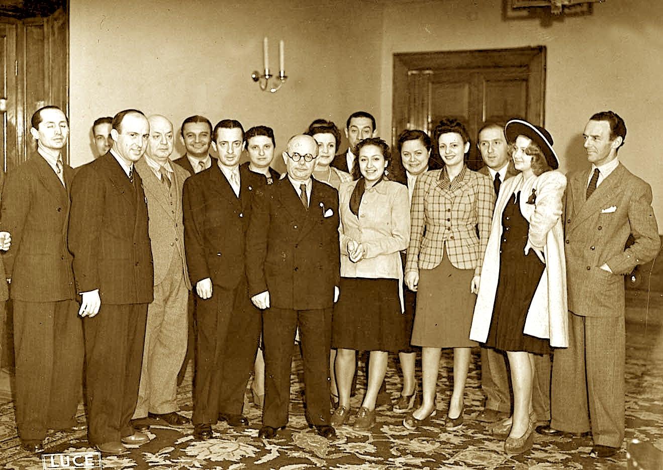 Dhimitër Beratti Ministër i Kulturës Popullore - dhe personeli i Ministrisë 1942