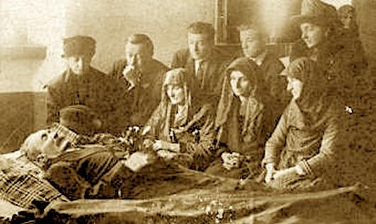 Palok Kurti në shtratin e vdekjes rrethuar nga familjarët