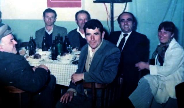 Fatmir Sollaku me disa nga bashkepunetoret e tij ne Golem te Lushnjes, vitet 80.  Jashar Gaxho, Bajram Lulja, Vehip Ago, Bajram Turku, Kujtim Gjata  dhe Luljeta Alla
