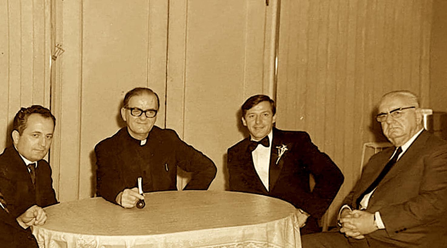 Nga e djathta Ernest Koliqi, Zef Përnoca, Dom Zef Oorshi dhe (?).