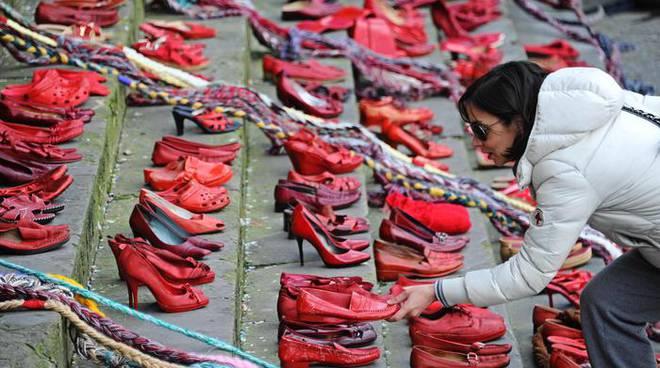 Këpucët e Kuqe - Dhuna kundra Grave