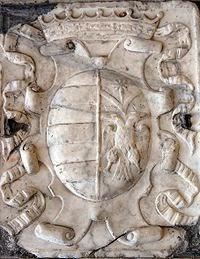 Stema heraldike me shqiponjen dykreneshe e familjes Karafa dhe Granai Kastrioti  në manastirin e Shen Andrea në Noçera.