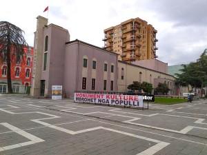 Teatri Kombëtar - Para barbarëve...