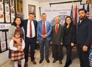 """Dine Dine dhe familjare të tij në promovimin e librave në """"Vatër"""" 29 maj 2021"""