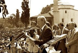 James Baker - në Sheshin Skënderbej - Tiranë 1991