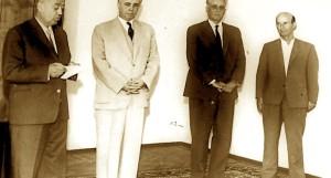 Xha Haxhiu - Diktatori me të Bardha - Bab Myslymi dhe Barba Pilua gjatë një ceremonie dekorimi më 1962